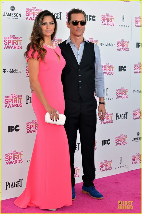 matthew-mcconaughey-camila-alves-independent-spirit-awards-2013-06 (466x700, 77Kb)