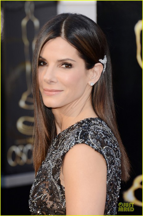 sandra-bullock-oscars-2013-red-carpet-02 (463x700, 77Kb)