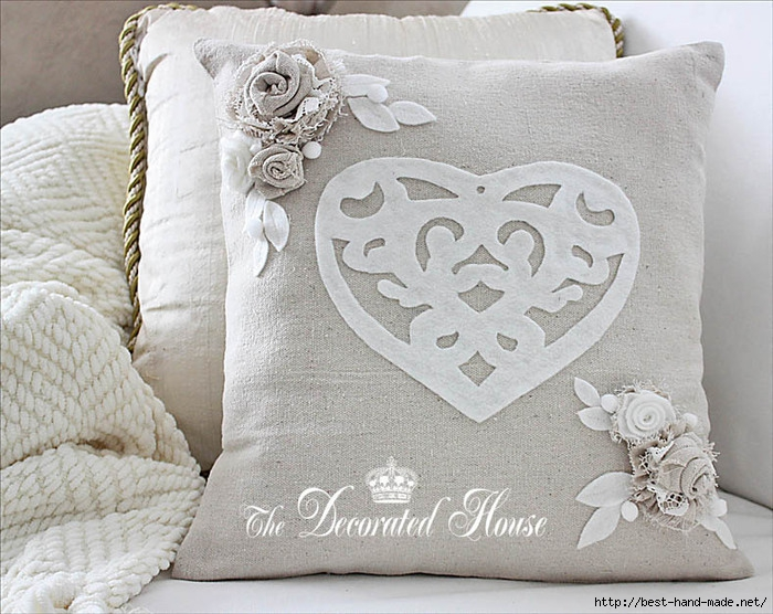 The Decorated House Valentines Day Pillow with Fabric Flowers (700x556, 276Kb)