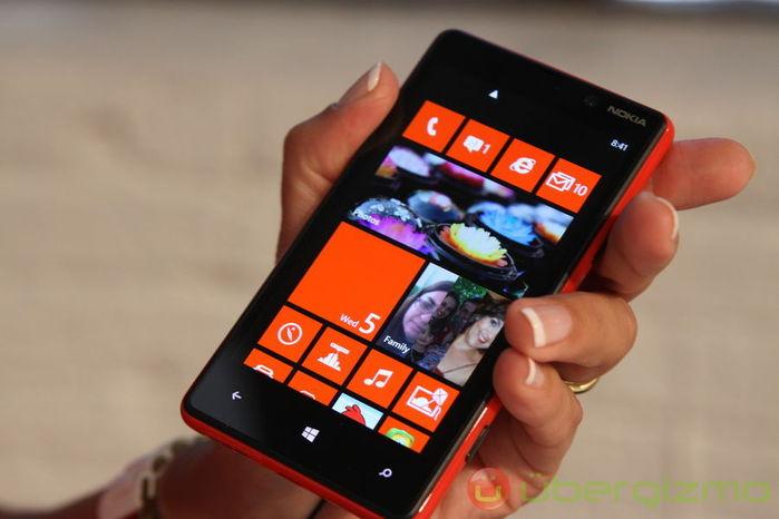 Nokia представила смартфон с беспроводной зарядкой/4914912_lumia (700x466, 42Kb)