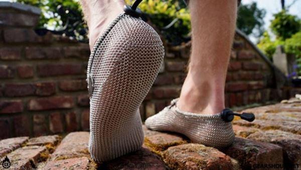 Туфли, сплетенные из нержавеющей стали