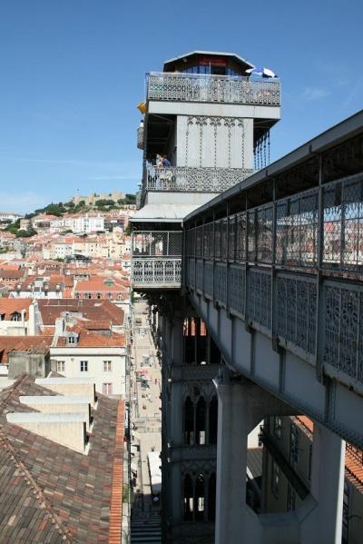 Ажурный лифт в Лиссабоне.