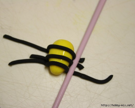How-to-Make-Fondant-Bee-Cupcake-Toppers-7-e1360438983501 (525x420, 72Kb)