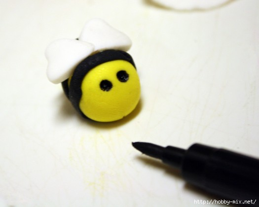 How-to-Make-Fondant-Bee-Cupcake-Toppers-13-e1360438764109 (525x420, 62Kb)