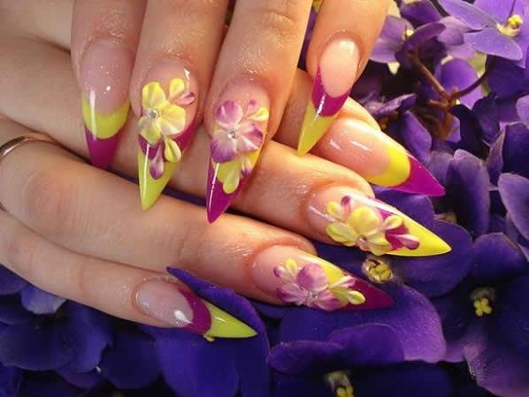 Акриловые ногти яркие