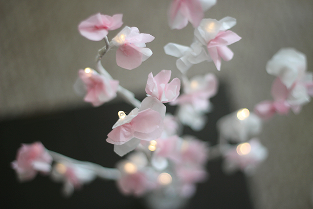 веточка цветущей вишни из бумаги (7) (640x427, 182Kb)