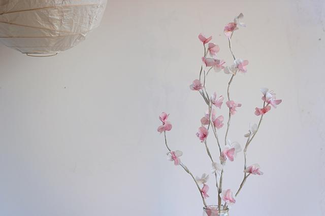 веточка цветущей вишни из бумаги (9) (640x427, 167Kb)