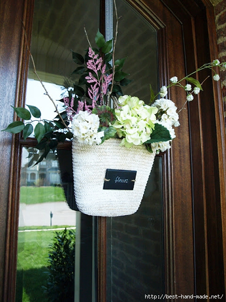 wreath-alternative-front-door-decor-straw-tote-flowers-arrangement-from-less-than-perfect-life-of-bliss (450x600, 254Kb)