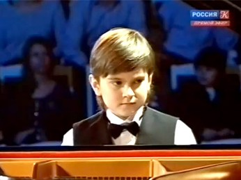 Д.Харитонов - молодой талантливы пианист (346x259, 21Kb)