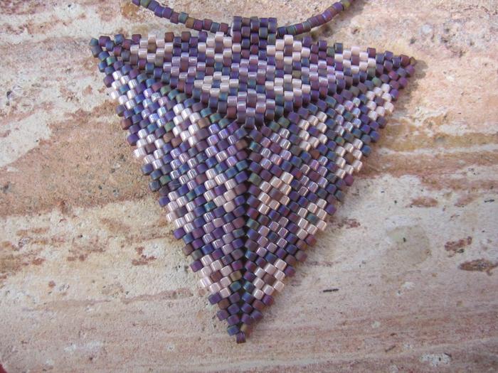 Из бисера по схемам сплести треугольник. из бисера (700x525, 332Kb) .