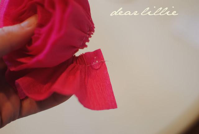 цветы из креп бумаги для украшения подарков (15) (640x430, 33Kb)