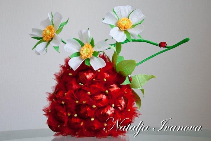 ягода из конфет (6) (700x466, 77Kb)