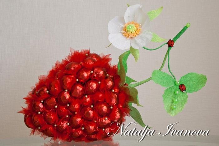 ягода из конфет (8) (700x466, 83Kb)