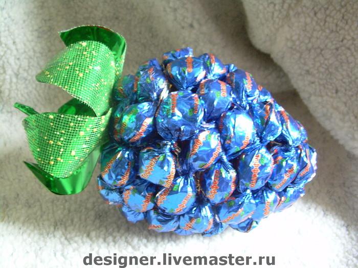 ягода из конфет (18) (700x525, 138Kb)