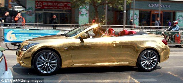 золотой кабриолет Infiniti G37  (636x288, 50Kb)