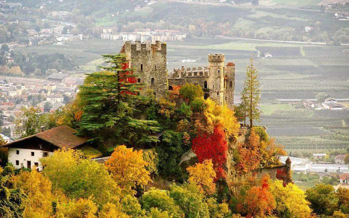 Замок Brunnenburg, Италия (700x437, 95Kb)