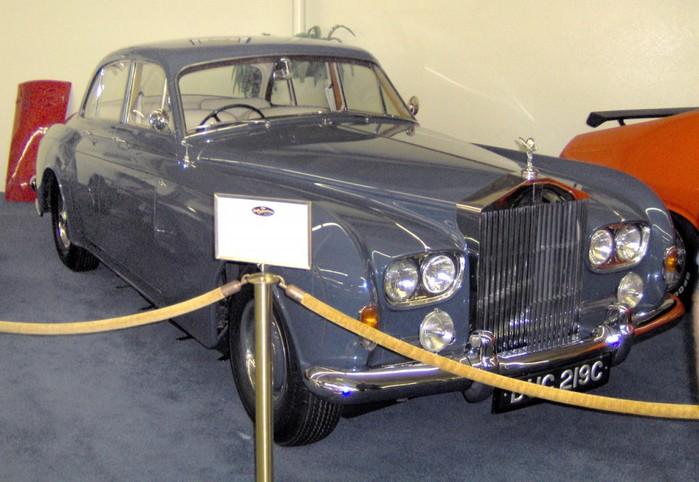 Rolls-Royce-Silver-Shadow-1966-1024x706 (700x482, 90Kb)