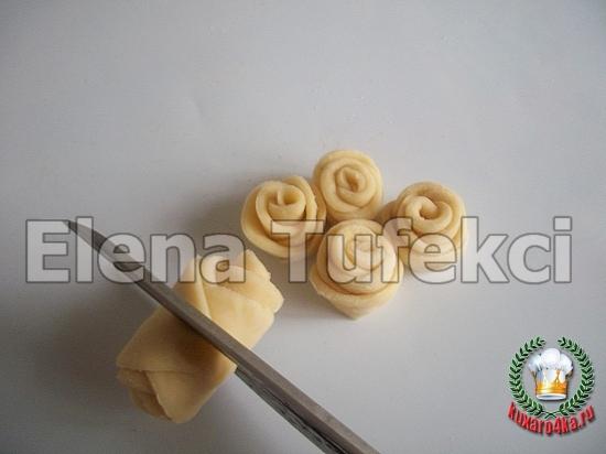 дрожжевой пирог с розочками (9) (550x412, 146Kb)