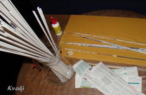 плетение из газет как крутить трубочки (8) (500x325, 124Kb)