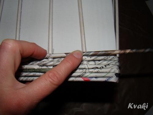 плетение из газет как крутить трубочки (15) (500x375, 96Kb)