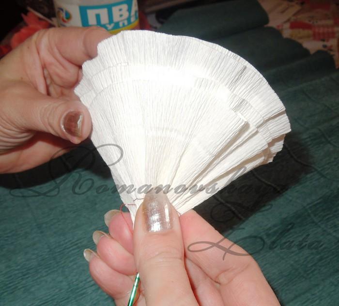 Как сделать из гофрированной бумаги цветы пышные