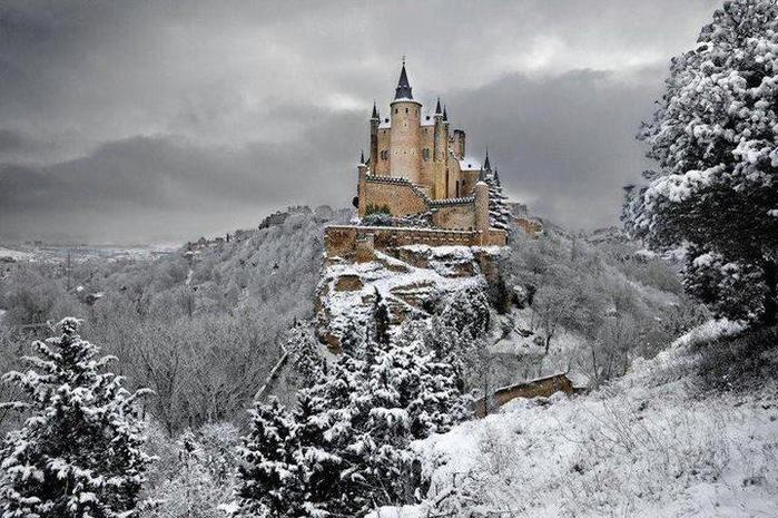 Замок Алькасар, Испания (700x465, 84Kb)