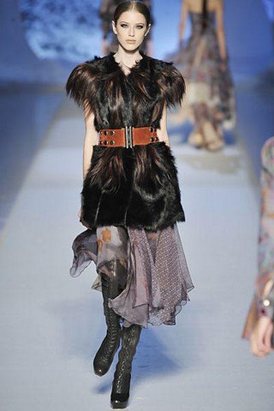 Главный атрибут модного сезона - меховой жилет - фото 2.
