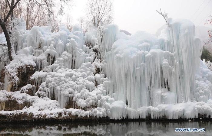 замершие водопады фото (700x450, 131Kb)
