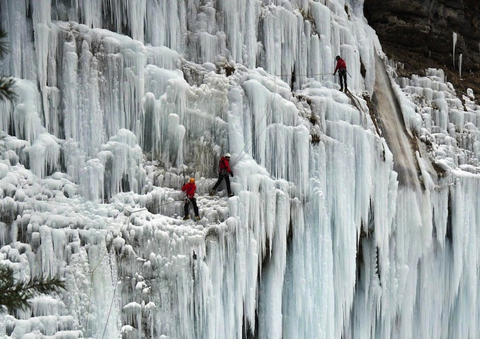 замершие водопады фото 5 (700x495, 170Kb)