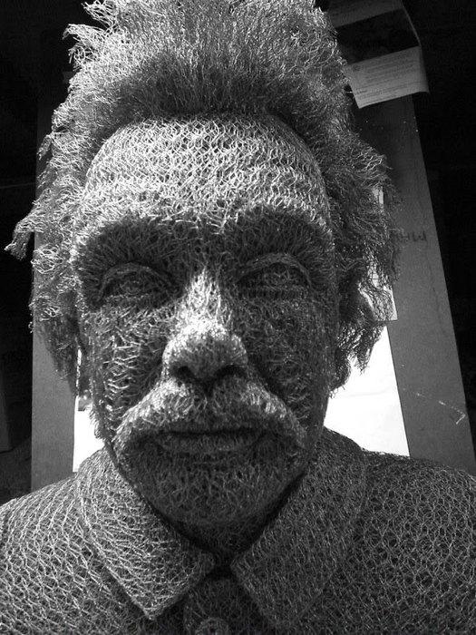 скульптуры из сетки рабицы Иван Ловатт 5 (525x700, 116Kb)