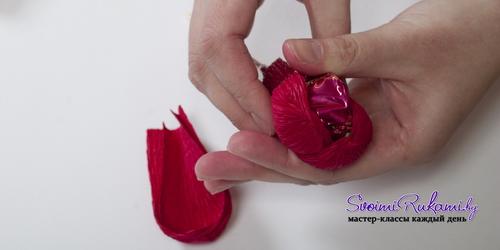 крокусы из конфет и гофробумаги (9) (500x250, 79Kb)
