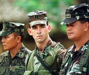 Американцы нападают на южнокорейцев (295x249, 35Kb)
