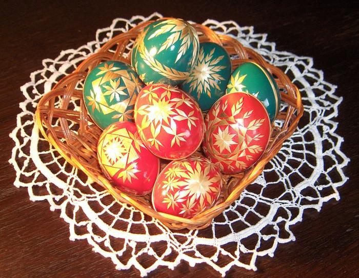 пасхальные яйца декор соломкой (3) (700x542, 736Kb)