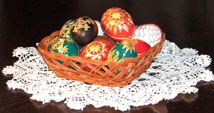 пасхальные яйца декор соломкой (4) (700x368, 441Kb)