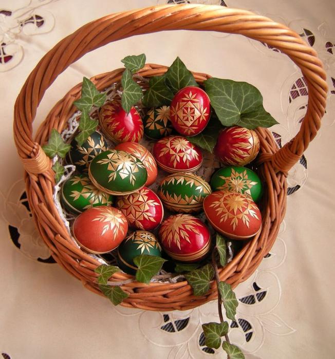 пасхальные яйца декор соломкой (6) (652x700, 709Kb)