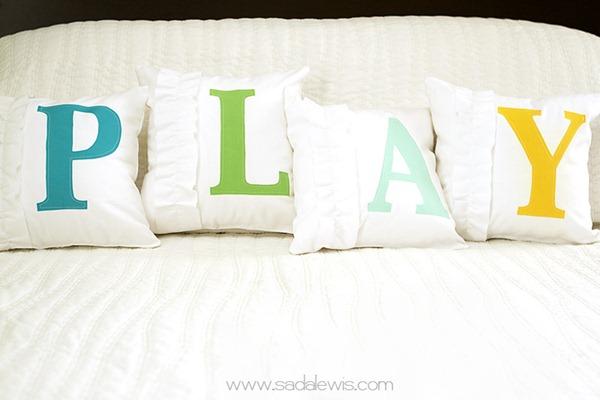 ruffled monogram pillows[6] (600x400, 45Kb)