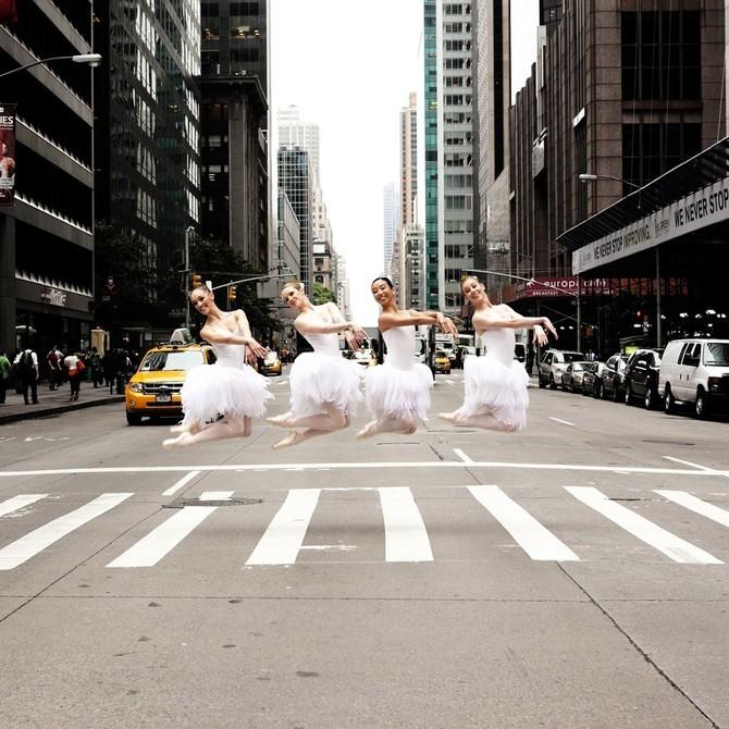 Lisa Tomasetti балерины на городских улицах (670x670, 140Kb)