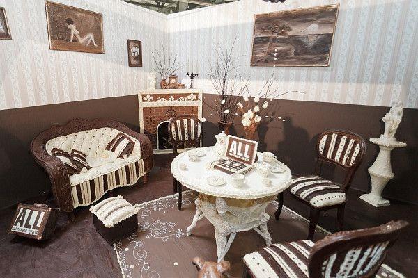 Елена Климент. Сладкая комната, мебель из шоколада