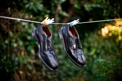 shoes-on-a-washing-line_large_0 (240x159, 9Kb)
