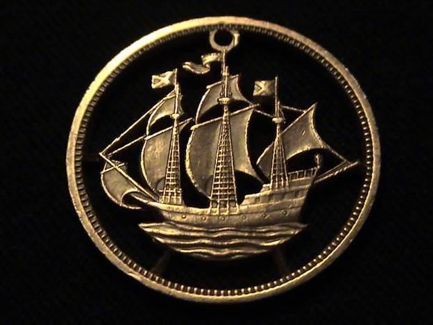 Украшения, вырезанные из монет