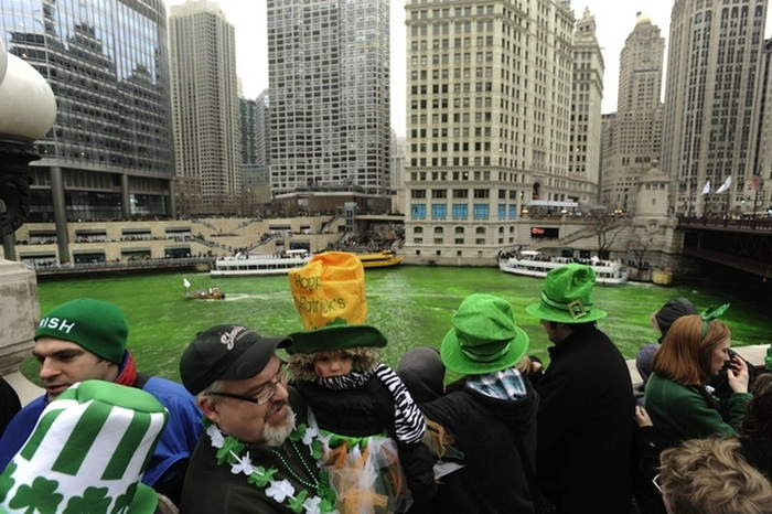 st-patricks-day-chicago-river-4 (700x466, 147Kb)