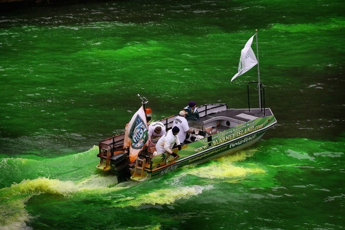 st-patricks-day-chicago-river-2 (700x467, 135Kb)