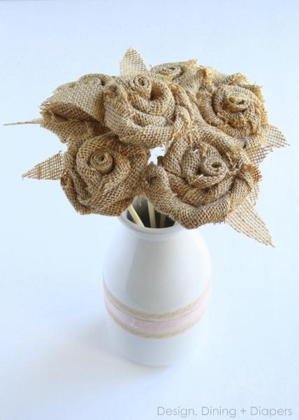 букет цветов и пасхальный венок из мешковины (8) (428x600, 157Kb)
