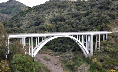 Италия, мост в Катандзаро (400x245, 106Kb)
