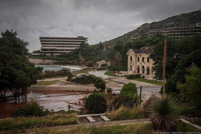 заброшенный курорт в хорватии фото (700x466, 82Kb)