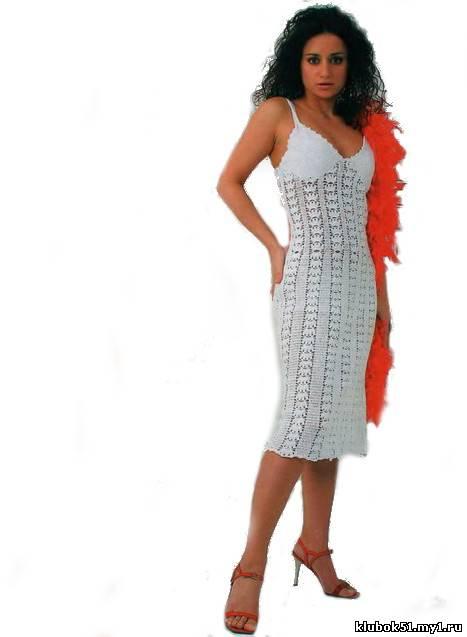 Платье на бретелях связанное