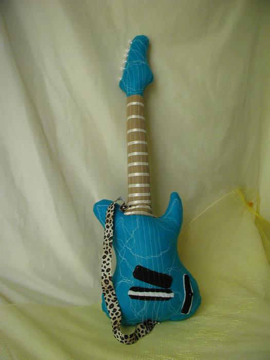 подушка гитара (3) (525x700, 61Kb)