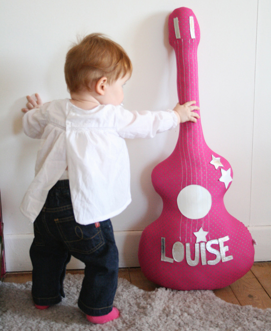 подушка-игрушка гитара (1) (530x648, 256Kb)