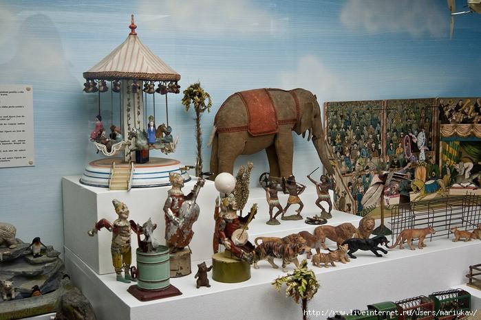 Музей-игрушек-1 (700x466, 307Kb)