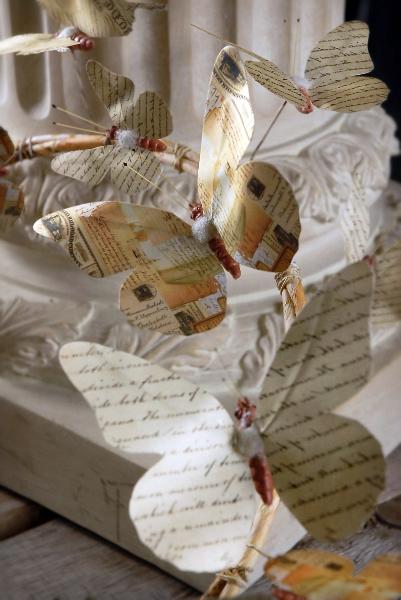 Венки с бабочками из газет, нотных и книжных страниц. Винтажные идеи (4) (401x600, 161Kb)